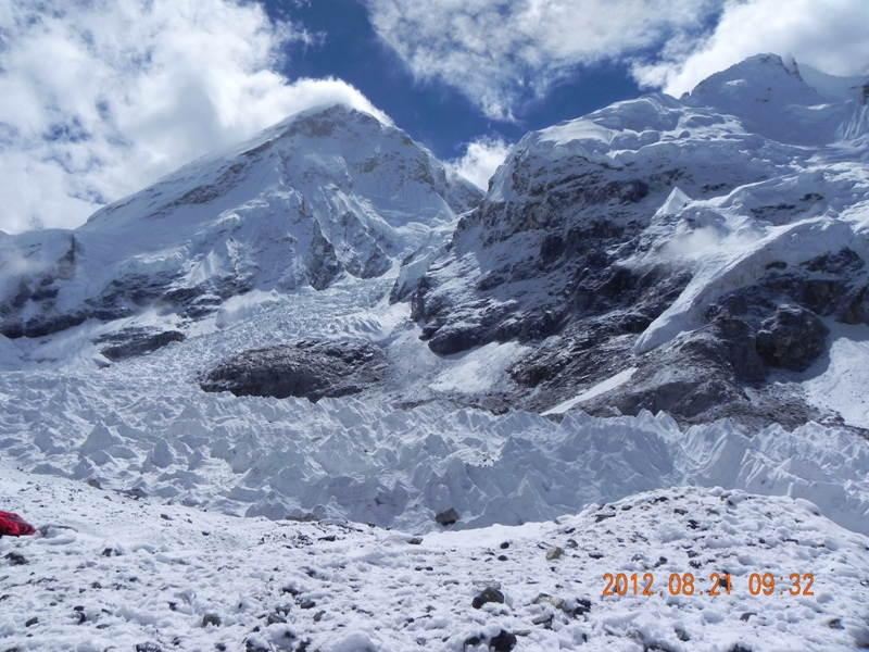 Lho La and snow on Everest base camp