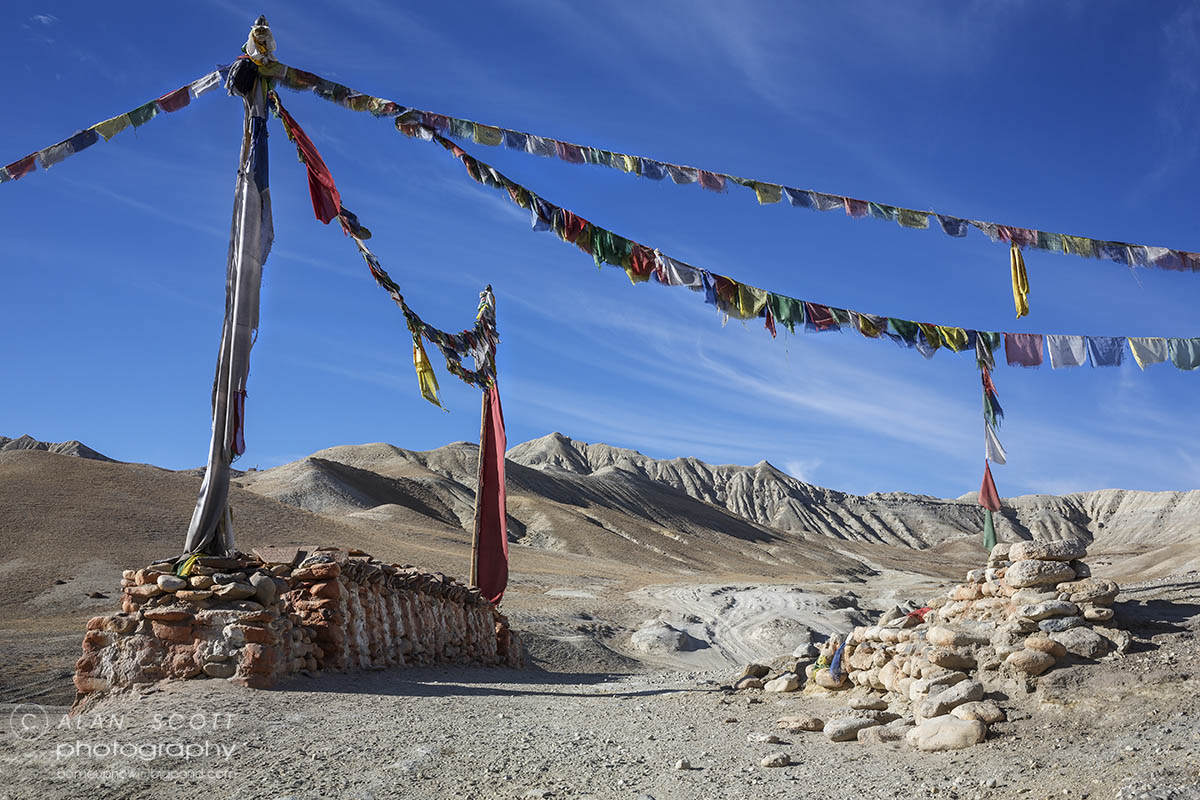 View and Prayer flag Mustang Trekking